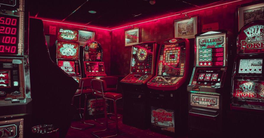 英国のギャンブル産業のための新しい広告のルールセット
