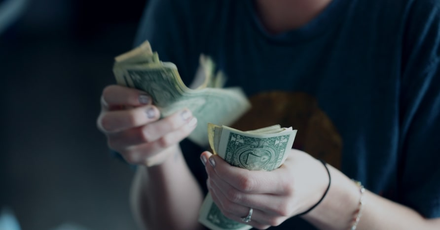 カジノがプレイヤーをだましてより多くのお金を使う方法
